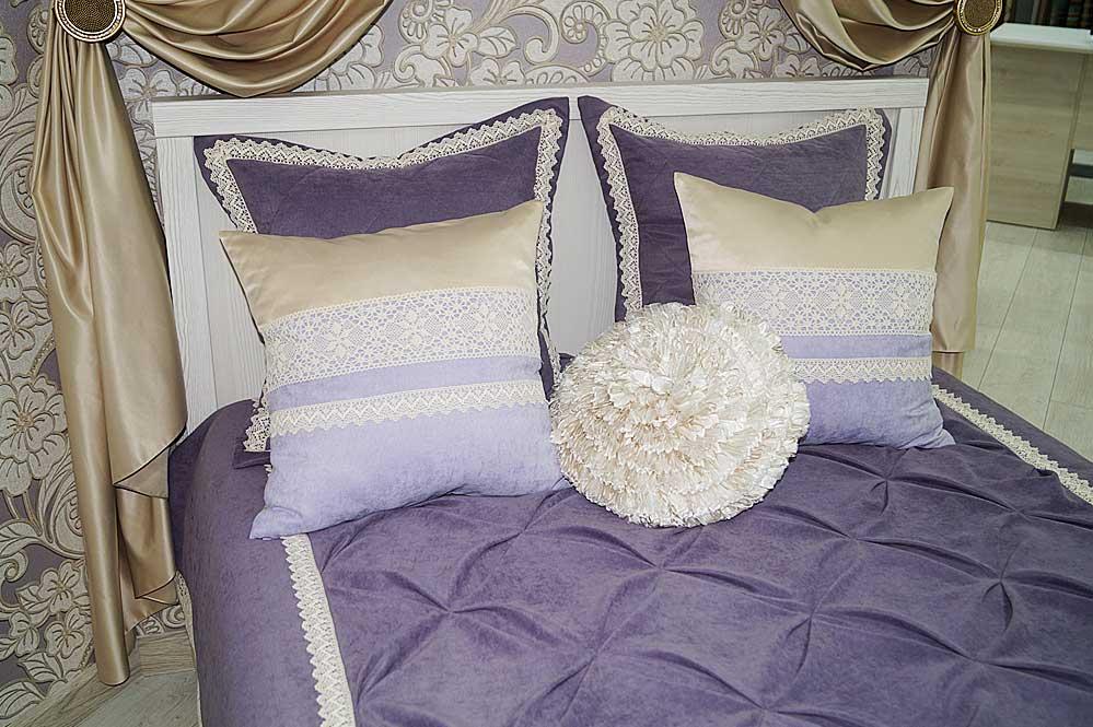 Декоративные одушки ручной работы для витрины со спальней