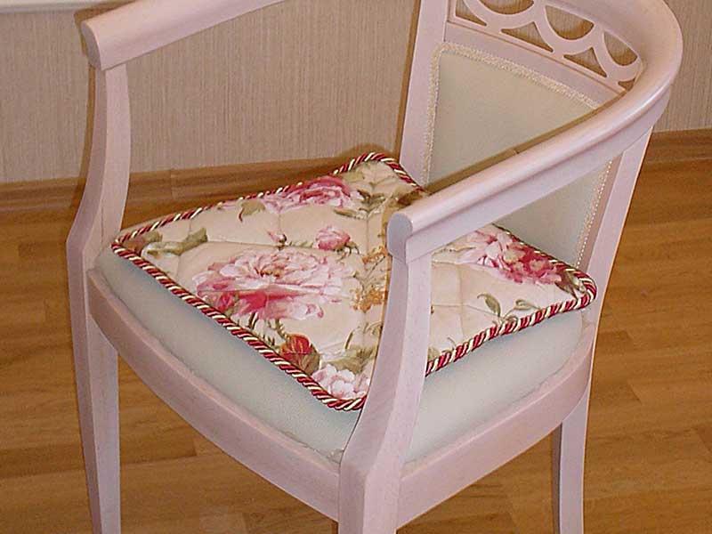 Сидушка на изящный стул с розами