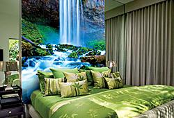 Декор Divino Decor - зеленый водопад - в интерьере спальной комнаты