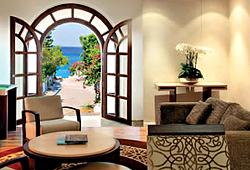 Фотопанно в виде открытого окна с видом на средиземное море - фото интерьера