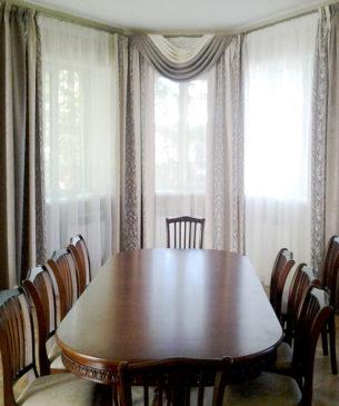Шторы для столовой с эркерным окном
