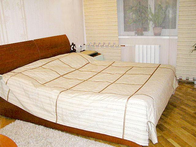 Покрывало на двуспальную кровать пошито на заказ в Воронеже.