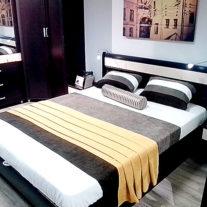 """Покрывало, плед и декоративные подушки для оформления витрины с мебелью """"Ангстрем"""""""