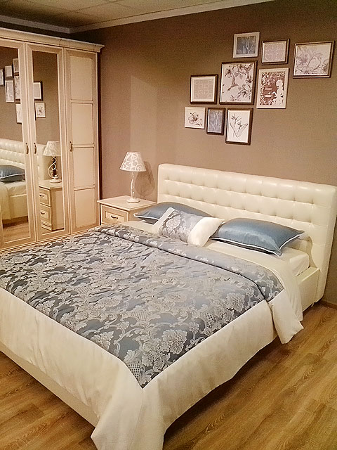 Классический комплект для спальной кровати на двоих