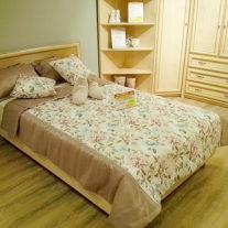 Покрывала и подушки декоративные с цветами