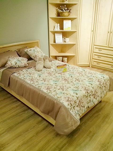 Цветочный рисунок на текстиле для спальни для стиля прованс