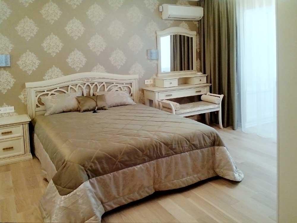 Покрывала и подушки для большой спальни