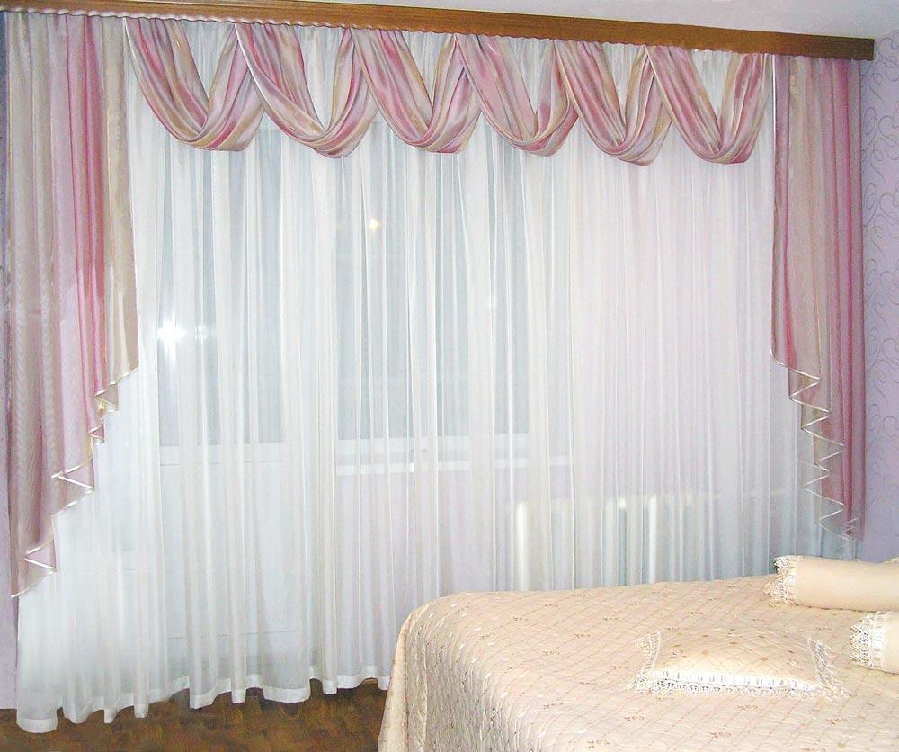 Легкие занваеси неоново-лилового и белого цвета с фалдами и свагами