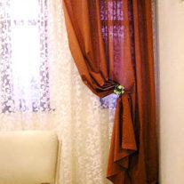 Легкие коричневые шторы