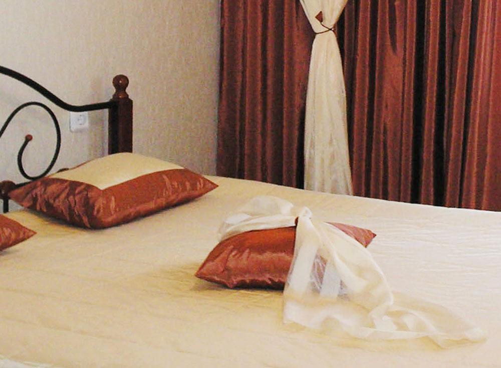 Стильный декоративный домашний текстиль ручной работы фото