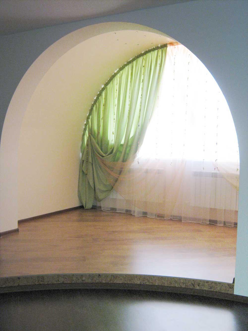 Шторы на гибком карнизе на арочное окно