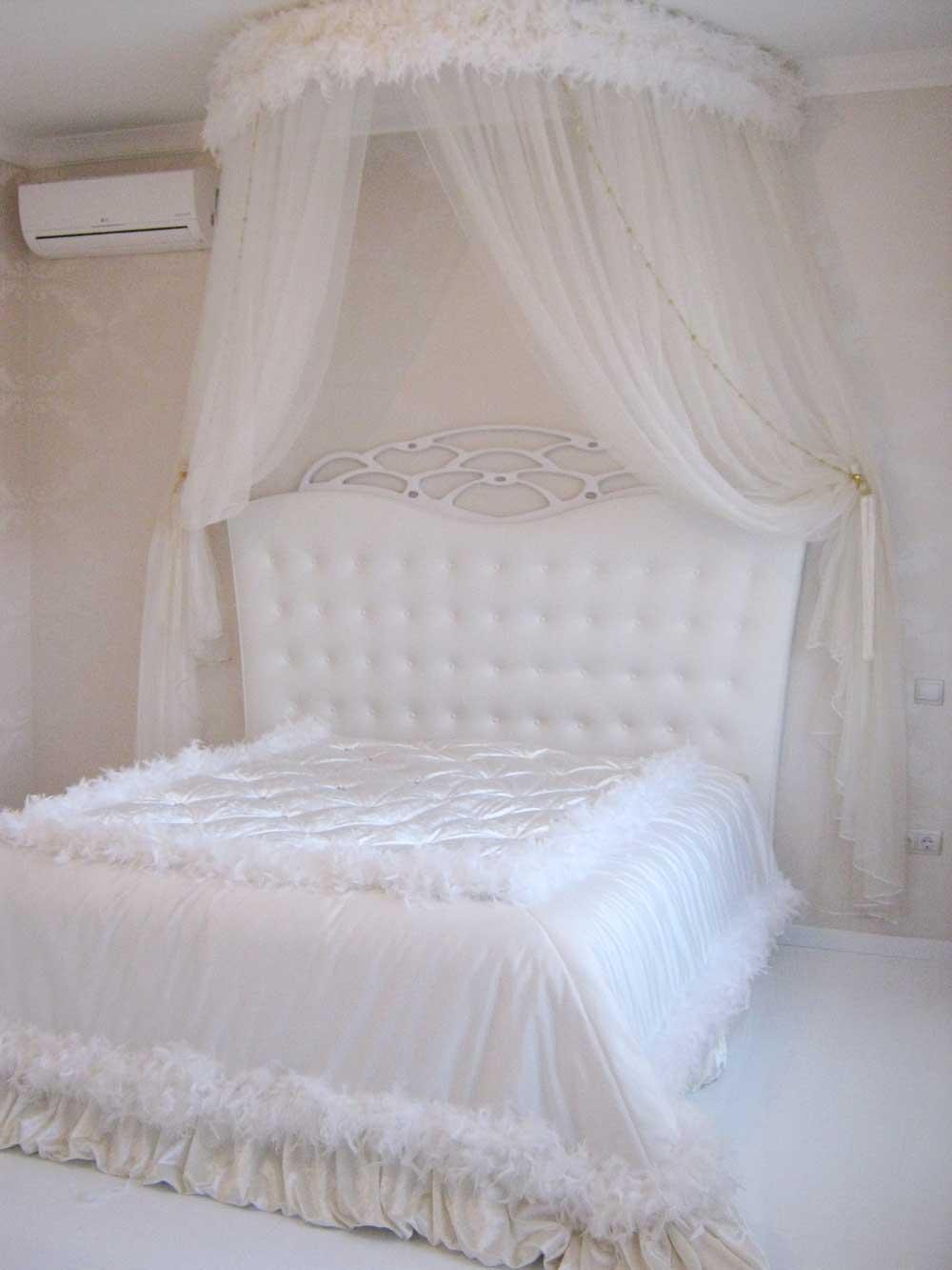 Белая кровать и палантин ручной работы на заказ