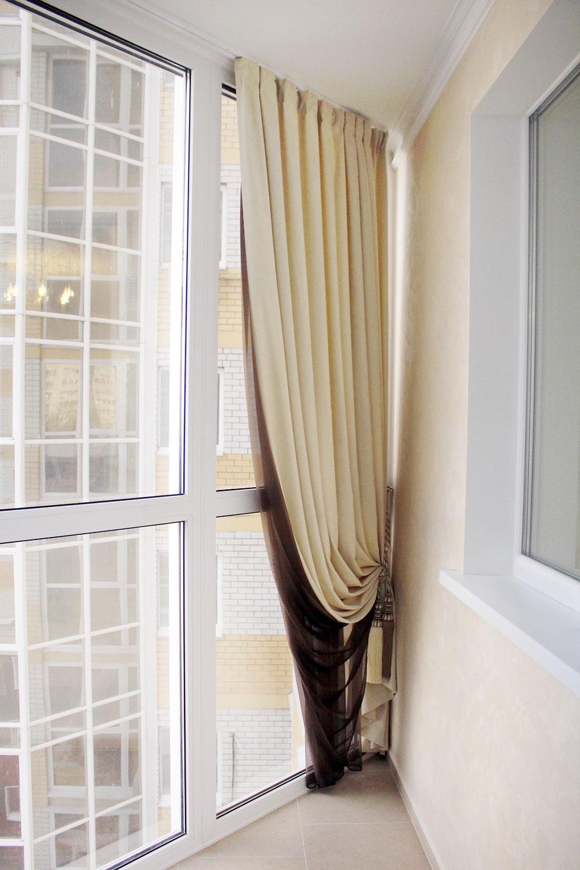 Портьера двухцветаная на нестандартную лоджию-нарядно и функционально