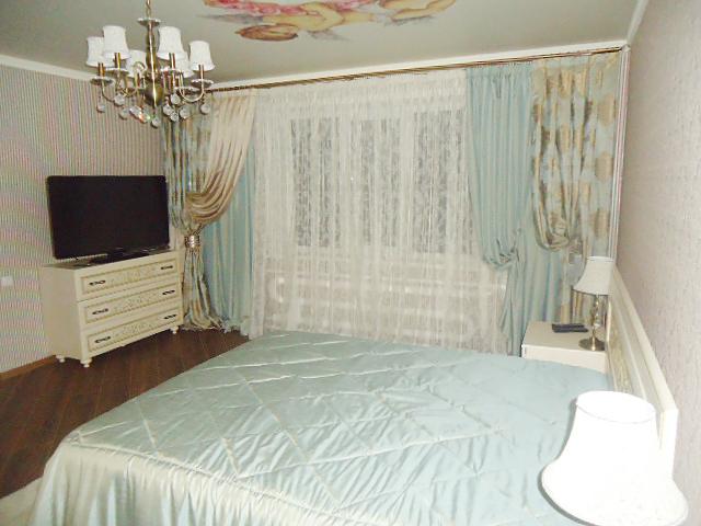 Светло-голубые шторы и покрывало по индивидуальному заказу