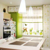 Рулонные шторы и японские панели на кухне