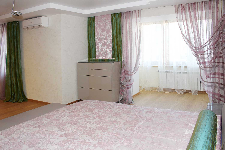 Декор штор в спальне на заказ