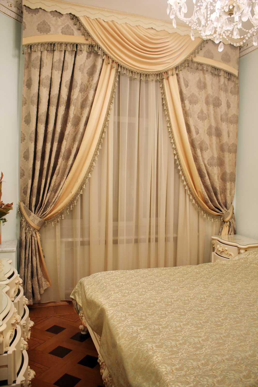 Маленькая спальня с красивыми шторами на заказ