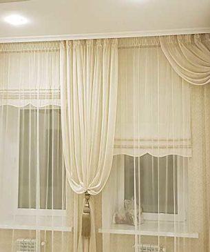 Легкие светлые шторы в темный зал с римками